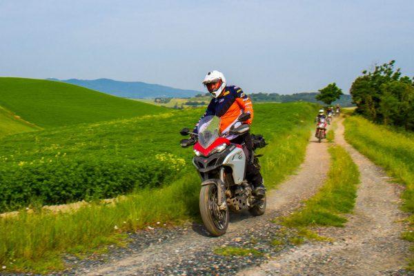 corso di guida per moto maxienduro in Toscana ducati