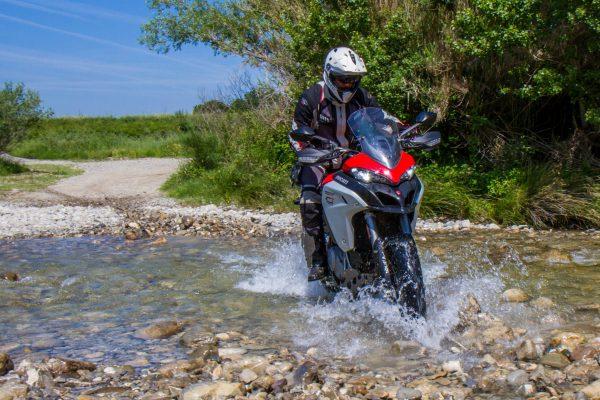 corso di guida per moto maxienduro in Toscana